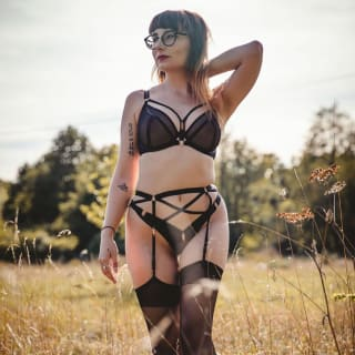 Scantilly Unzipped Plunge Bra Black as worn by @thelingerieprincess (photography by Ylenia Margareci)