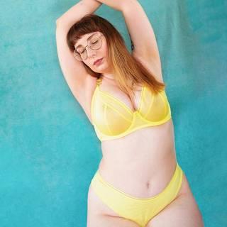 Curvy Kate Lifestyle Plunge Bra Lemon as worn by @thelingerieprincess